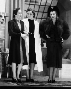 Hilda (Gobbi Hilda), Nóra (Szörényi Éva) és Krisztina (Szeleczky Zita)