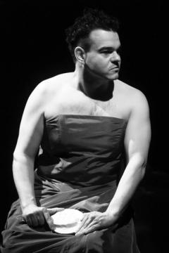 Elek Ferenc mint Mirígy Zsótér Sándor rendezésében. Schiller Kata felvétele