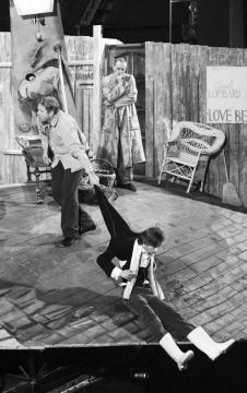 Jelenet a Kolozsváron frissen bemutatott Don Juanból. Biró István felvétele