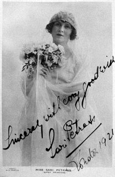 Petráss Sári mint Sylva, a cigány hercegnő