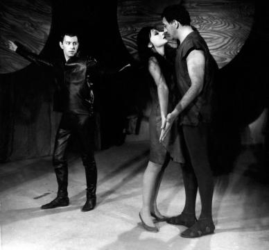 Luciferként (1964) Váradi Hédivel és Sinkovits Imrével. Wellesz Ella felvétele