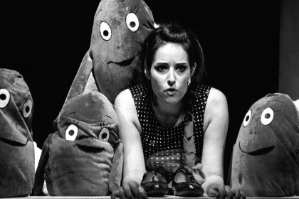 Kuthy Patrícia (Banya) az Oz, a nagy varázsló című előadásban. Kultúr Szalon felvétele