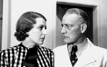 Tarnóczay Anna és Beregi Oszkár a Dr. Barabás Irén című darabban (Belvárosi Színház, 1938). Bojár Sándor felvétele