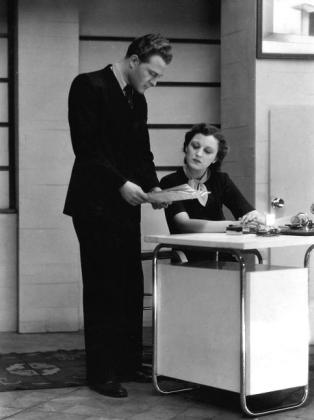 Pataky Jenő és Szörényi Éva a Nóra leányaiban (Nemzeti Kamaraszínház, 1938). Vajda M. Pál felvétele