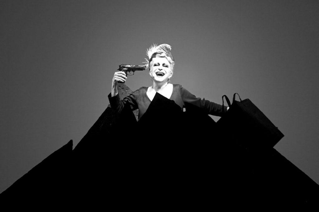 Robert Wilson - Samuel Beckett -Oh les beaux jours avec Adriana Asti premire mondiale  - Grand ThŽˆtre, Luxembourg
